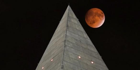 Supermoon over Washington Monument_photo by J.David Ake